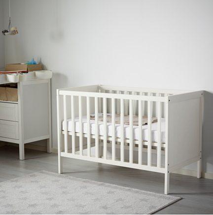 lit sundvik bebe petite vivi. Black Bedroom Furniture Sets. Home Design Ideas