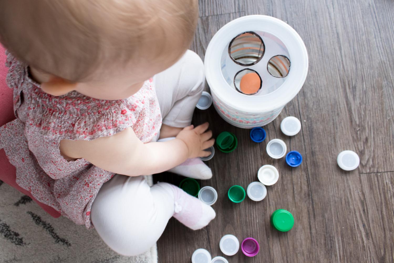 La boite à bouchons Montessori : simple et efficace !